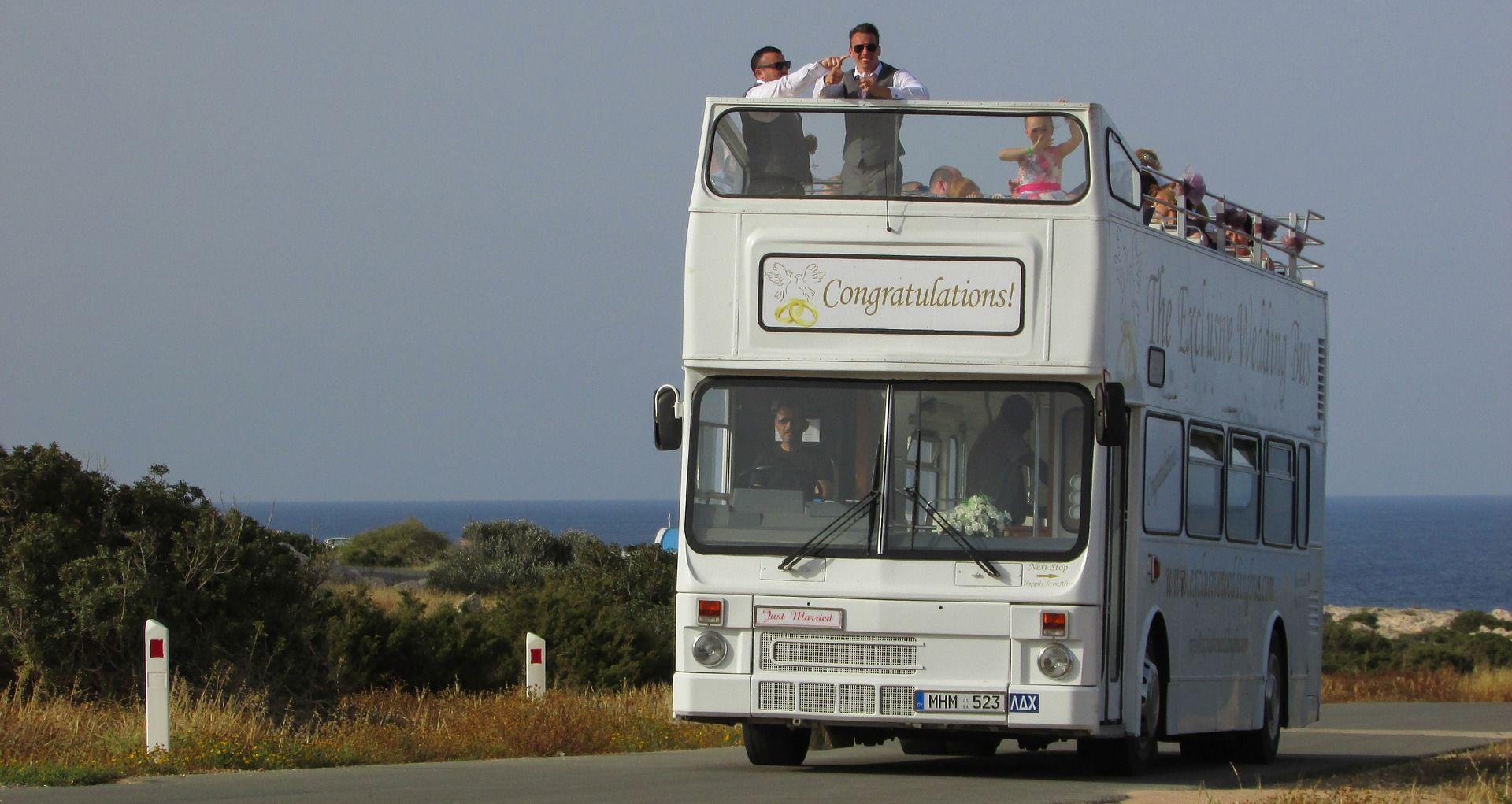 buszbérlés esküvőre