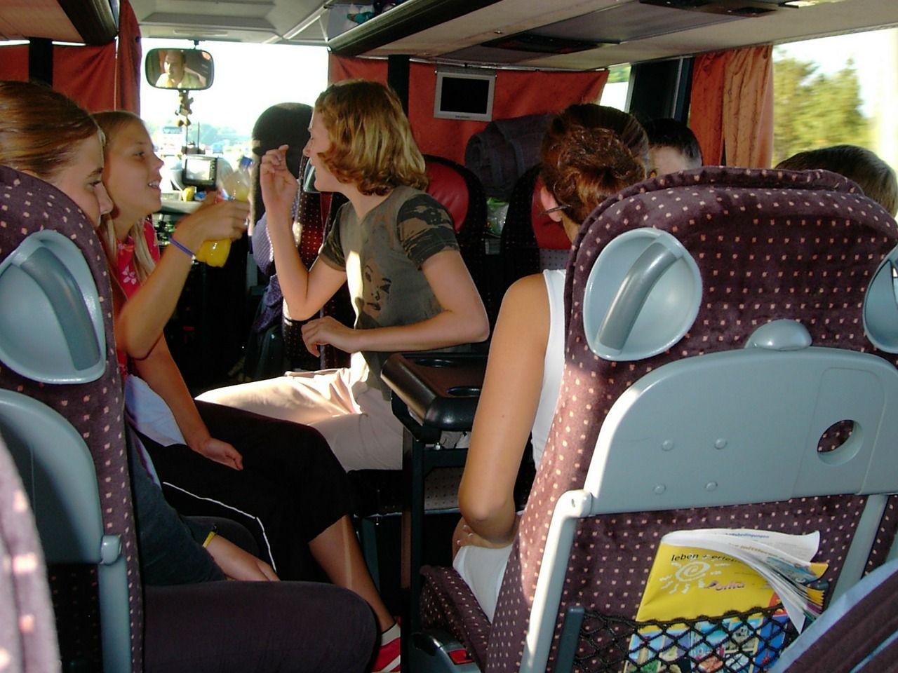 buszbérlés osztálykirándulásra